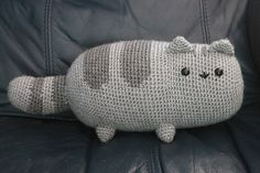 This free pattern is beyond cute it is simply adorable. These would make wonderful gifts for Christmas time for young and old. This little kitty would be adorable in bright shades as we all the mor�