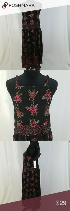 "Wild Pearl women XL black floral open back apron Wild Pearl women XL black floral open back apron dress mid calf, 55% cotton, 45% viscose.  Under arm to under arm: 20"" Waist side to side: 19"" Length: 50"" Wild Pearl Dresses"