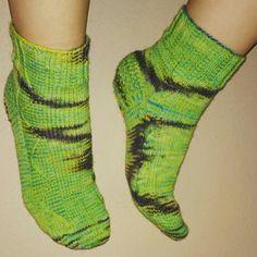 Alien-Socken  aus meiner handgefärbten Sockenwolle