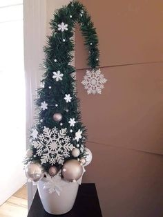 Grinch Christmas Tree, Christmas Tree Themes, Diy Christmas Ornaments, Homemade Christmas, Xmas Tree, Christmas Time, Christmas Wreaths, Christmas Arts And Crafts, Festive Crafts