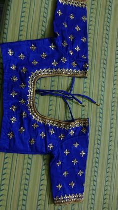 Saree Blouse Neck Designs, Simple Blouse Designs, Bridal Blouse Designs, Chudidhar Neck Designs, Maggam Work Designs, Sari Design, Designer Blouse Patterns, Hand Embroidery Designs, Work Blouse
