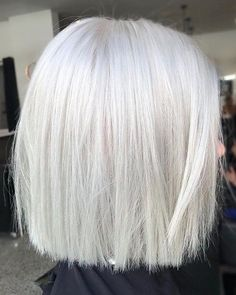 White-Blonde-Short-Hairstyle New Short White Hair Ideas 2019 - Weißes Haar Short Hairstyles For Thick Hair, Short Haircut, Bob Hairstyles, Curly Hair Styles, Short Undercut, Undercut Hair, Lob Hair, Hairstyle Short, Prom Make Up For Blue Dress