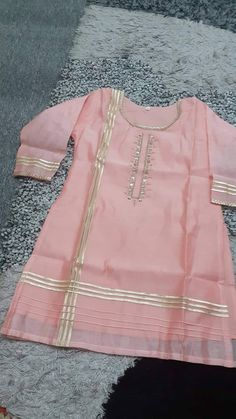 Baby Girl Dress Design, Fancy Dress Design, Girls Frock Design, Stylish Dress Designs, Girls Dresses Sewing, Stylish Dresses For Girls, Simple Pakistani Dresses, Pakistani Dress Design, Kurti Neck Designs