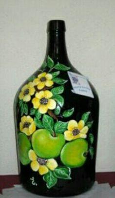 Old Wine Bottles, Christmas Wine Bottles, Recycled Glass Bottles, Glass Bottle Crafts, Wine Bottle Art, Painted Wine Bottles, Bottles And Jars, Perfume Bottles, Mosaic Bottles