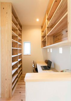 Another small library idea. Home Office Design, Home Office Decor, Home Decor, Room Interior, Interior Design Living Room, Japan Apartment, Village House Design, Tiny Office, Secret Rooms