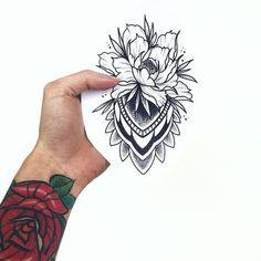 Pin de t a t i 🥀 em эскизы tatuajes inspiración, tatuajes de flores e tatu Dream Tattoos, Future Tattoos, Rose Tattoos, Leg Tattoos, Flower Tattoos, Black Tattoos, Body Art Tattoos, Girl Tattoos, Sleeve Tattoos