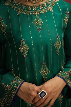 Embroidery Suits Punjabi, Embroidery On Kurtis, Kurti Embroidery Design, Hand Work Embroidery, Flower Embroidery Designs, Embroidery Fashion, Beaded Embroidery, Embroidery Stitches, Pakistani Party Wear Dresses