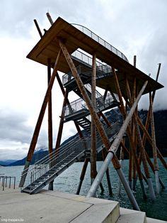 Hochsteg am Achensee - http://smg-treppen.de/hochsteg-am-achensee/ Der Hochsteg am Achensee ist die neue Attraktion am dem in über 900 Meter gelegenen See. 2015 aus geschälten Kiefernstämmen und verzinkten Stahltreppen fertiggestellt, genießt man aus 15 Meter Höhe einen wundervollen Blick über den gesamten See, die Uferpromenade und den Ort Pertisan. Die Berge u...