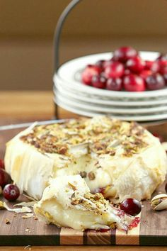 fooddonelight.com wp-content uploads 2014 12 healthy-cranberry-pistachio-brie-0728.jpg