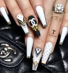 Make an original manicure for Valentine's Day - My Nails Glam Nails, Dope Nails, Bling Nails, Classy Nails, Stiletto Nails, White Acrylic Nails, Best Acrylic Nails, White Nails, Gold Nail