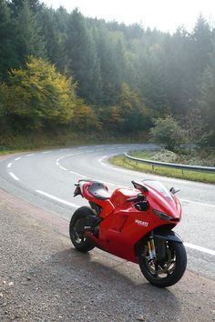 "itsbrucemclaren: "" Ducati Desmosedici RR """
