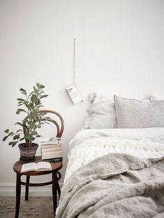 Une bonne idée pour décorer le mur de la chambre avec un livre