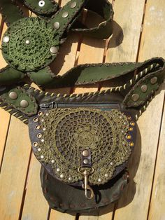 VINTÄ - 3 in 1 versatile leather purse - Shoulder bag, pocket belt, holster.