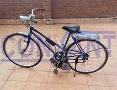 Bicicleta adaptada amb motor Mosquito amb benzina del 1955, pertany a la col-lecio d'antiguetats Conxant, membre d´honor de Associació Catalana de Professionals del Col-lecionisme.
