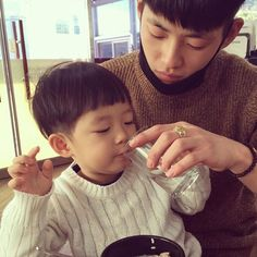 Cute Family, Baby Family, Family Goals, Children And Family, Family Pics, Cute Asian Babies, Korean Babies, Cute Babies, Papa Baby