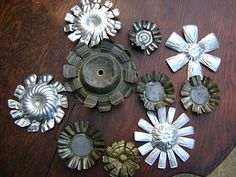 Just cut with tin snips drill holes if needed paint and assemble. (I am going to do additional ones in different colors and distress them more) Aluminum Can Crafts, Tin Can Crafts, Metal Crafts, Aluminum Cans, Upcycled Crafts, Recycled Art, Repurposed, Soda Can Flowers, Tin Flowers
