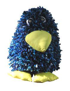 Peso de porta Pinguim feito com refugos de malha e lycra.Produzido pela Reciclanto.