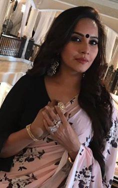 Indian Actress Hot Pics, Most Beautiful Indian Actress, Beautiful Actresses, Indian Actresses, Beauty Full Girl, Beauty Women, Long Indian Hair, Beautiful Women Over 40, Brunette Beauty