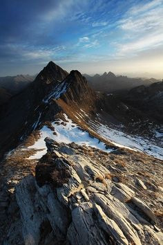 Najpiękniejsze szlaki turystyczne w górach. Sprzęt do turystyki górskiej i trekkingu. #hiking #Tatry #góry || więcej na: biznesbox.com ||