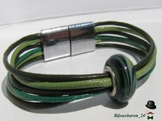 Lederarmbänder - Lederarmband in grün, Glasperle - ein Designerstück von Bijouxbaron bei DaWanda