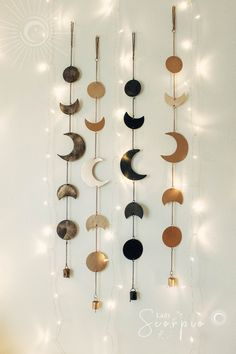 Ideas Wall Decoration Lights Dorm Room For 2019 Hanging Lights Living Room, Wall Hanging Lights, Hanging Beds, Living Room Lighting, Hippie Bedding, Boho Bedding, Bohemian Living Rooms, Bohemian Decor, Hippie Bohemian