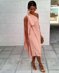 En Moosy ya tenemos un avance de la colección fiesta para bodas de otoño como éste vestido en rosa nude para ser la invitada perfecta y dejar a todos con vestido de @moosy_moda #boda #vestidoboda #vestidofiesta #weddingdress #partydress #weddingguest #invitadaboda #invitada #invitadaperfecta #invitadasperfectas #invitadaconestilo #invitadasboda #modaespañola #modaespaña #madeinspain #vestidos #vestido #elegante #elegancia #dress #nude #otoño2016 #nuevacoleccion #modafemenina #mo...