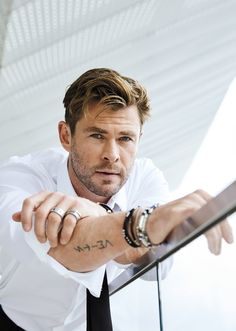 """Like everyone else, Chris Hemsworth recently bought tickets to see """"Avengers: Endgame."""" This was actually his second time watching the Marvel blockbuster, in which he stars as Thor. Chris Hemsworth Thor, Chris Hemsworth Sem Camisa, Chris Hemsworth Tattoo, Men In Black, Hemsworth Brothers, Australian Actors, Z Cam, Man Thing Marvel, Marvel Actors"""