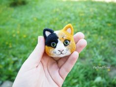 Felted brooch Tricolor cat от FeltedTree на Etsy