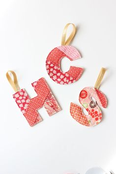 DIY Initial Ornament Tutorial beginner sewing project for a handmade holiday Fabric Christmas Decorations, Sewn Christmas Ornaments, Vintage Christmas Crafts, Christmas Sewing Projects, Fabric Ornaments, Christmas Gifts, Primitive Ornaments, Christmas Ideas, Christmas Letters