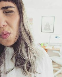 ❤❤❤❤❤❤❤❤❤❤❤ #Repost @lizzieabarnett ・・・ 😷 Lunes. #greyhairdontcare #mondayblues #selfie #weekstarter #feelingmyself #slaybitch #balayage color by @axel_andersson #thebest