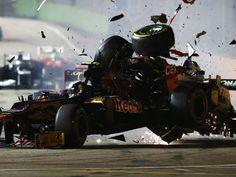 Michael Schumacher crashes into the back of Jean-Eric Vergne - F1, Singapore Grand Prix