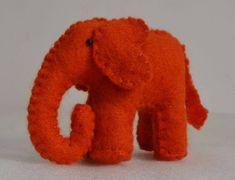 15 Ideias Incríveis de Lembrancinhas de Feltro para o Dia das Crianças - Escola de Feltro Baby Toys, Dinosaur Stuffed Animal, Party, Animals, Craft Ideas, School, Creative Things, Tejido, Animales