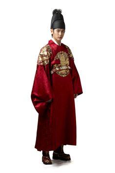 Kim Soo Hyun on Check it out! Korean Hanbok, Korean Dress, Korean Outfits, Korean Traditional Dress, Traditional Fashion, Traditional Outfits, Korean Men, Korean Actors, Korean Drama Stars