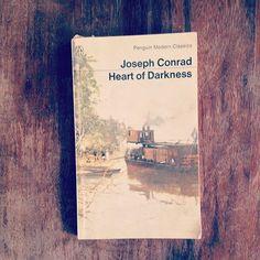 Flot udgave af Heart of Darkness af Joseph Conrad. En klassiker!  #JosephConrad #HeartOfDarkness #Classic #Penguin #PenguinModernClassics #Literature #Books #Bøger #bøgerpåstribe #story #bookcover