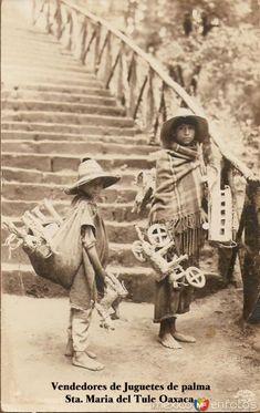 Fotos de Santa María del Tule, Oaxaca, México: Vendedores de juguetes hacia 1900