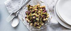Marinoidut pavut sopivat salaattibuffettiin ja antavat ruokaisan vaihtoehdon kasvissyöjälle. Noin 0,55€/annos.