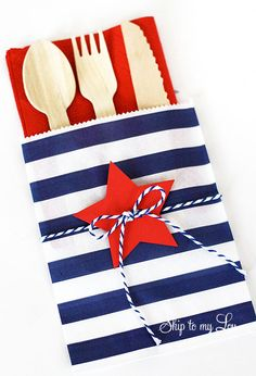 Fourth of July treat bags and Silhouette promo and giveaway Easy cutlery bags for a of July picnic. Red, white, and blue for a festive party help guests hold cutlery in one spot for a picnic. Fourth Of July Food, 4th Of July Celebration, 4th Of July Party, July 4th, Patriotic Crafts, Patriotic Party, July Crafts, Holiday Crafts, Holiday Ideas