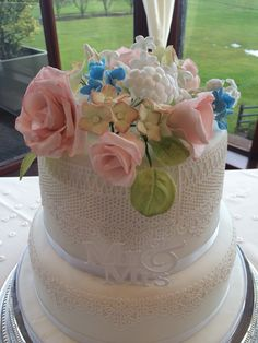 Chantilly Lace and Sugar paste flowers