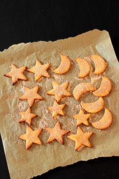 Kanelitähdet ja kuu - Sweet Food O´Mine Christmas Baking, Christmas Recipes, Sweet Recipes, Food And Drink, Bebe, Christmas Cookies