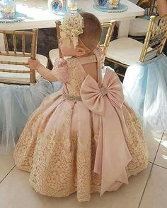 Ahhhh love this! Fashion Kids, Baby Girl Fashion, Baby Girl Frocks, Baby Girl Party Dresses, Little Girl Dresses, Baby Birthday Dress, Birthday Dresses, Gowns For Girls, Frocks For Girls
