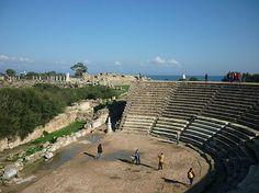 Wenn Sie auf Nordzypern sind, besuchen Sie unbedingt das Amphitheater aus der Zeit der Römer. Die Anlage ist in einem exzellenten Zustand und man fühlt sich auf diesen Steinen wie in eine andere Zeit zurück versetzt.