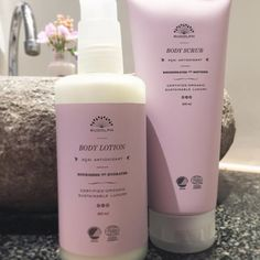 A perfect pair 😌 Use Acai Body Scrub in the shower, sweeping water away from the body before massaging the scrub onto skin with circular motions. Apply the Body Lotion right after showering, while the skin is still damp, for optimal results.  #etperfektpar #hurtigtabsorberende #langtidsnærende #eksklusive #effektive #organic #certified #skincare #rudolphcare