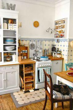 52 suprising small kitchen design ideas and decor 5 Small Kitchen Remodel Decor Design Ideas Kitchen Small suprising Vintage Kitchen, New Kitchen, Kitchen Decor, Kitchen Small, Mini Kitchen, Small Kitchens, Kitchen Ideas, Eclectic Kitchen, Compact Kitchen