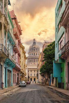Havana, Cuba                                                                                                                                                                                 More http://mundodeviagens.com/ - Existem muitas maneiras de ver o Mundo. O Blog Mundo de Viagens recomenda... TODAS!