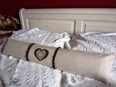 průvaník Bed Pillows, Pillow Cases, Home, Pillows, Ad Home, Homes, Haus, Houses