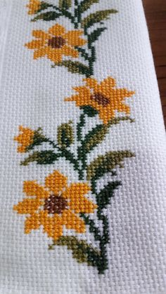 New Embroidery Stitches Flowers Free Pattern Ideas Cross Stitch Boarders, Cross Stitch Rose, Modern Cross Stitch, Cross Stitch Flowers, Cross Stitch Designs, Cross Stitching, Cross Stitch Embroidery, Cross Stitch Patterns, Hardanger Embroidery