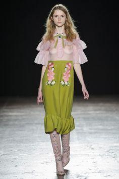 Vivetta Fall 2016 this fashion runway seems a rielaboration of gucci runways an style