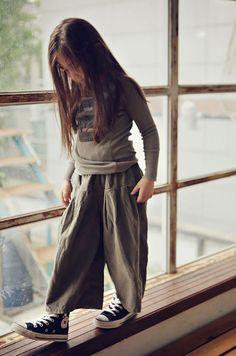 Easy wear clothes for girl // Ropa cómoda para niña Fashion Kids, Little Girl Fashion, Toddler Fashion, Fashion Shoes, Kid Styles, Kind Mode, Kids Wear, Baby Dress, Kids Girls