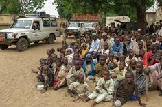 """""""Si no somos capaces de proporcionarles ayuda alimentaria y médica de emergencia en el menor tiempo posible, la desnutrición y las enfermedades seguirán causando estragos"""", dijo Hugues Robert, coordinador de emergencias de MSF, sobre la situación de la gente del estado de Borno, en #Nigeria; donde gran parte de la población se ha visto afectada por meses de escasez de alimentos, una situación que ya es catastrófica y una muy elevada tasa de mortalidad."""