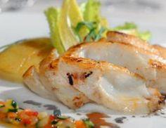 Bacalao fresco al horno con calabacín y cebolla